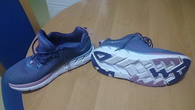 2-hoka one clifton 5.jpg